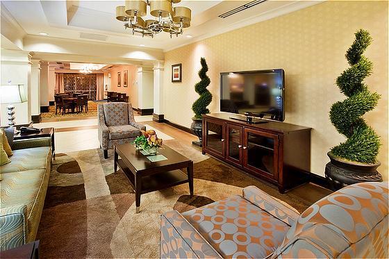 Holiday Inn Express & Suites Columbus Fort Benning