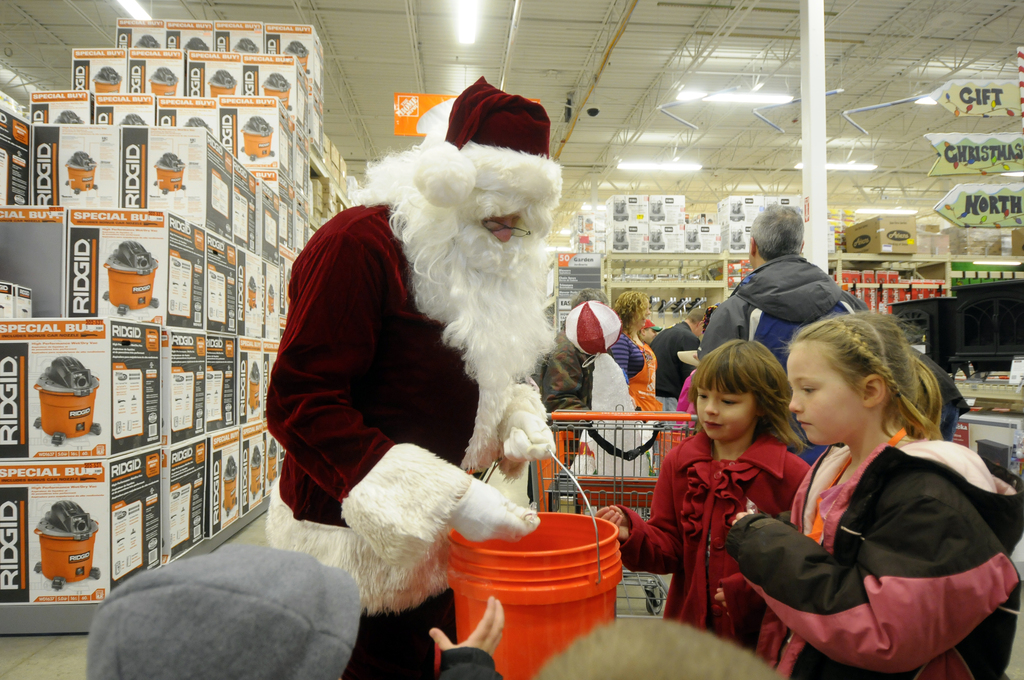 Pictures with Santa/Kid's Workshop